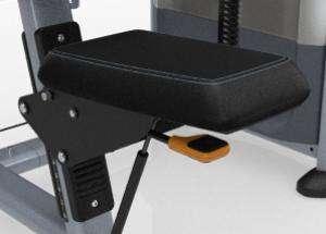 Széttartó mozgású lehúzó hátgép – könnyű ülésbeállítás